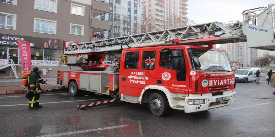 Evde çıkan yangını itfaiye ekipleri söndürdü