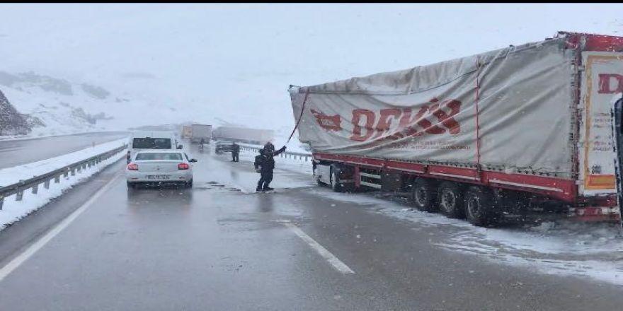 Erzurum - Horasan Karayolu ulaşıma kapandı