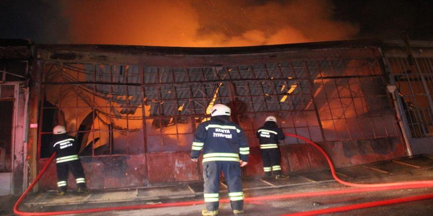 Marangozhanede çıkan yangın her yere sıçradı!