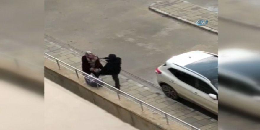 Canavar adam kadına tekme üstüne tekme attı