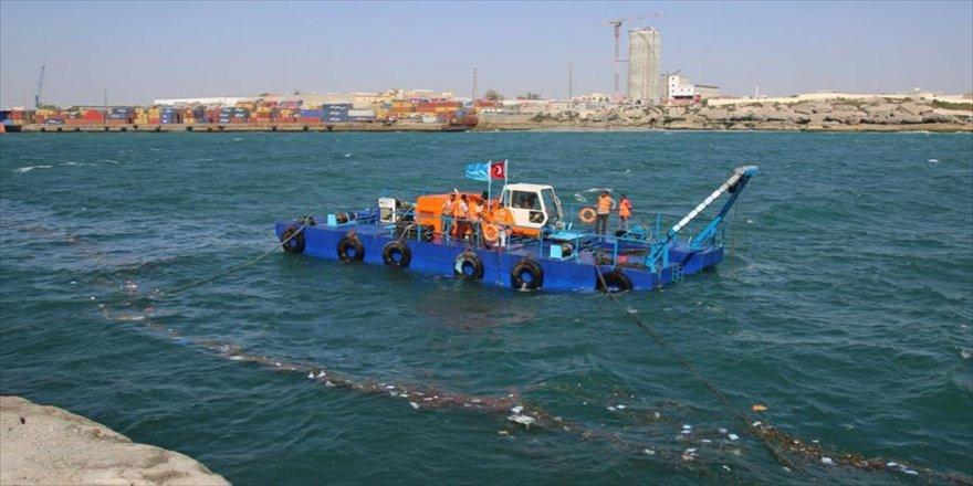 Mogadişu Limanı'nda temizleme çalışmaları başladı