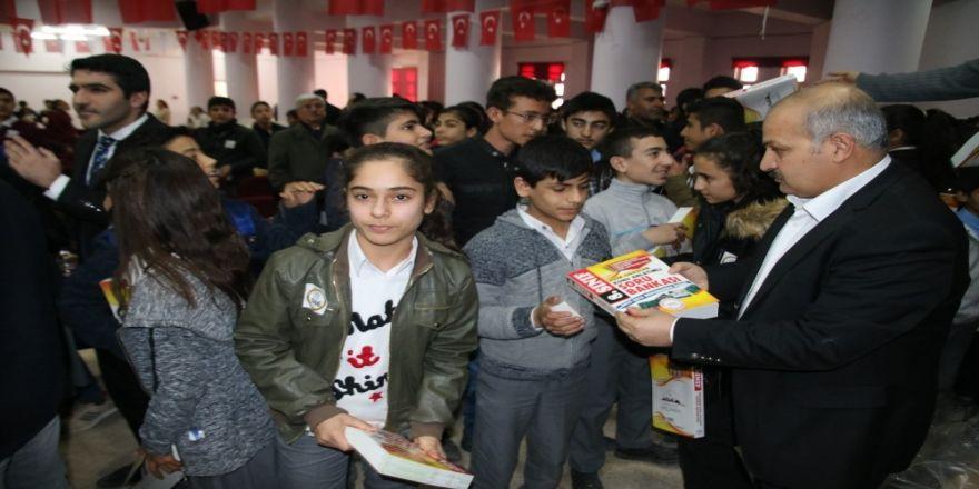Suruç'ta öğrencilere kitap dağıtıldı
