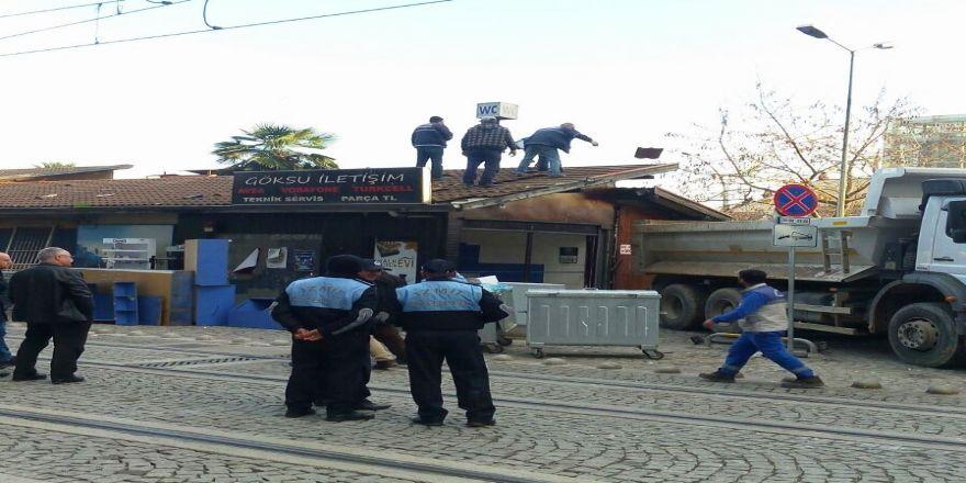 Halkevi'nde dükkanlar yıkılıyor