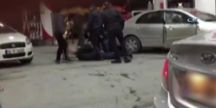Otomobil hırsızları akaryakıt istasyonunda yakalandı