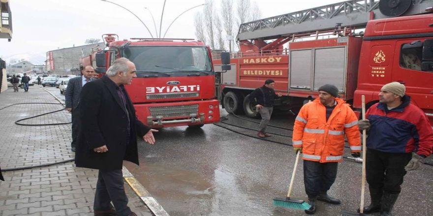 Hasköy'de yol yıkama çalışması