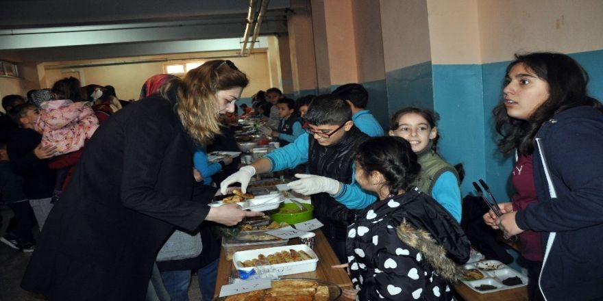 Öğrenciler laboratuvar kurmak için kermes düzenledi