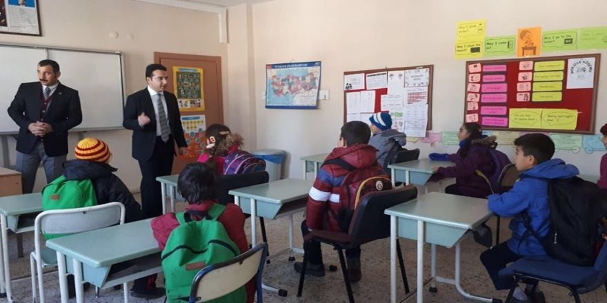 Kaymakam Özerden'den eğitime destek