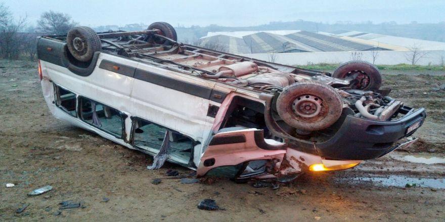 Madencileri taşıyan minibüs takla attı!