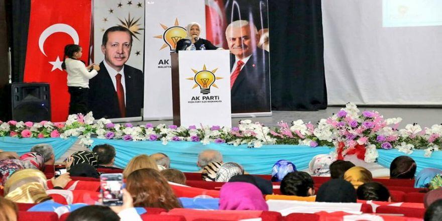 AK Parti Yeşilyurt Kadın Kolları yeniden Esin Tanrıverdi'ye emanet