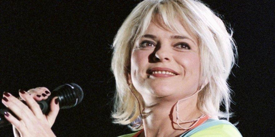 Fransız şarkıcı France Gall hayatını kaybetti