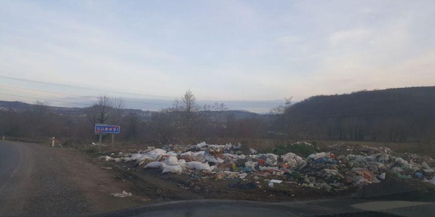 Çöplüğe dönüşen dere kenarı insan sağlığını tehdit ediyor