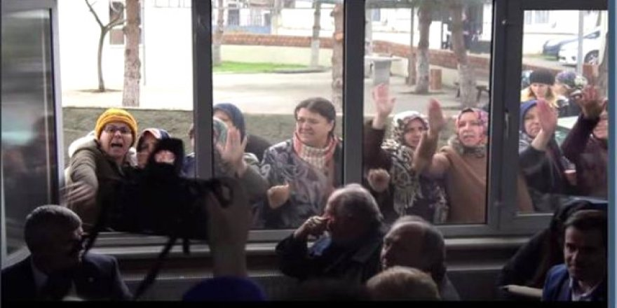 Köylüleri aşağılayan görevli, açığa alındı