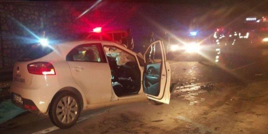 Otomobil kamyona arkadan çarptı: 1 ölü 1 yaralı