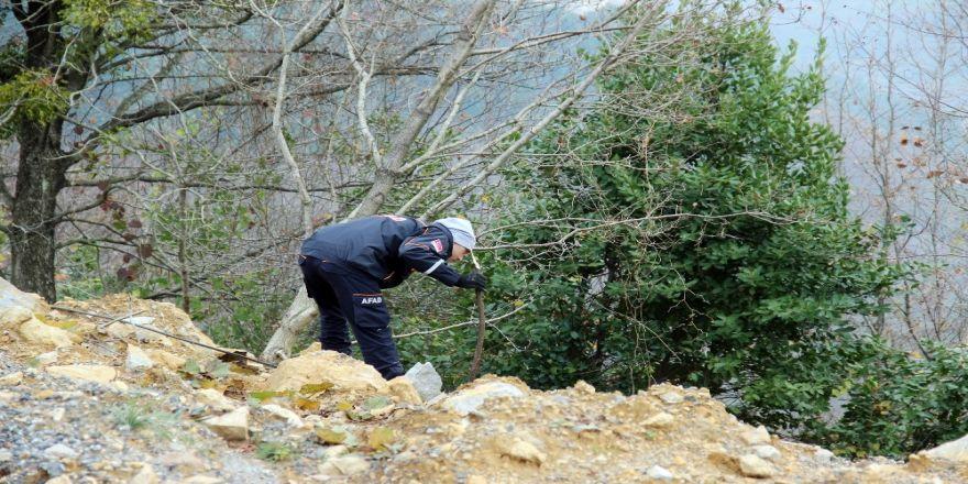 Kayıp şahsı AFAD ve Jandarma ekipleri, köpekler ile arıyor