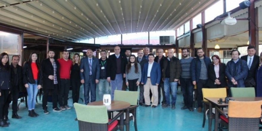 CHP, gazetecilerin gününü kutladı