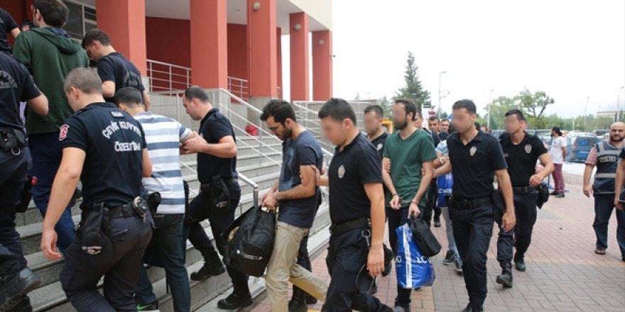 70 öğretmen gözaltına alındı