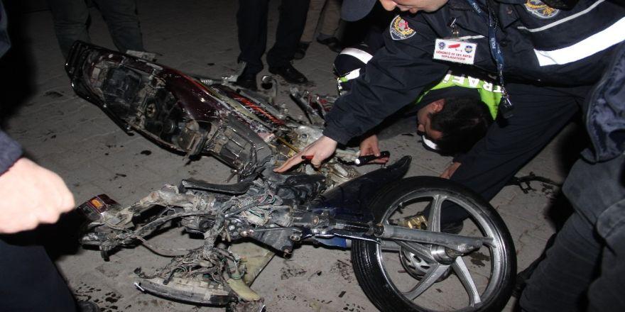 Motosikletteki 4 kişilik aileyi ezen sürücü kaçmak için aracını kalabalığın üzerine sürdü
