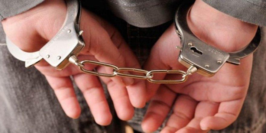 Üniversitenin eski dekanı FETÖ'den tutuklandı!