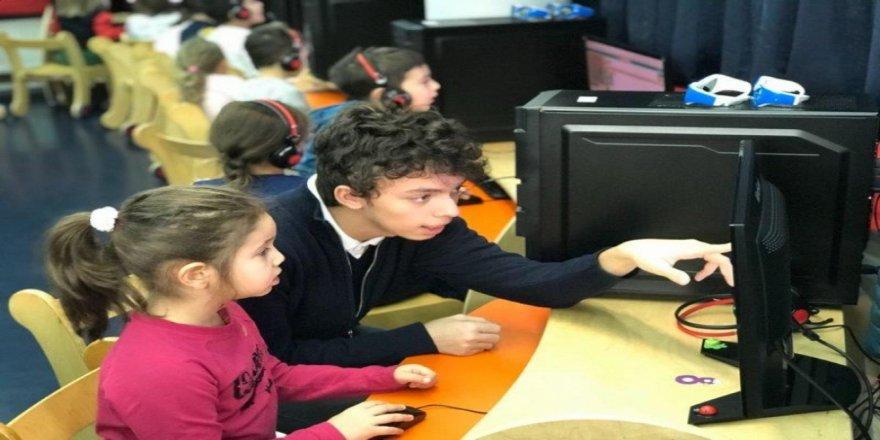 Liselilerden kodlama eğitimi