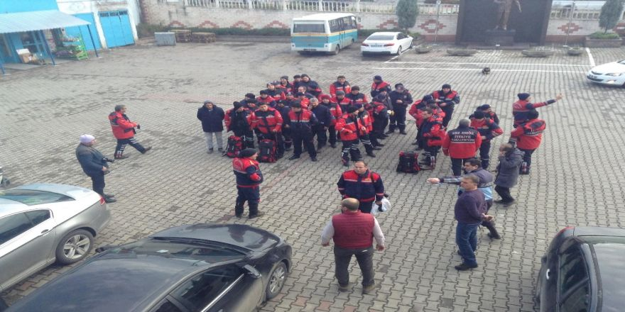 60 kişilik ekip yaşlı adamın peşinde