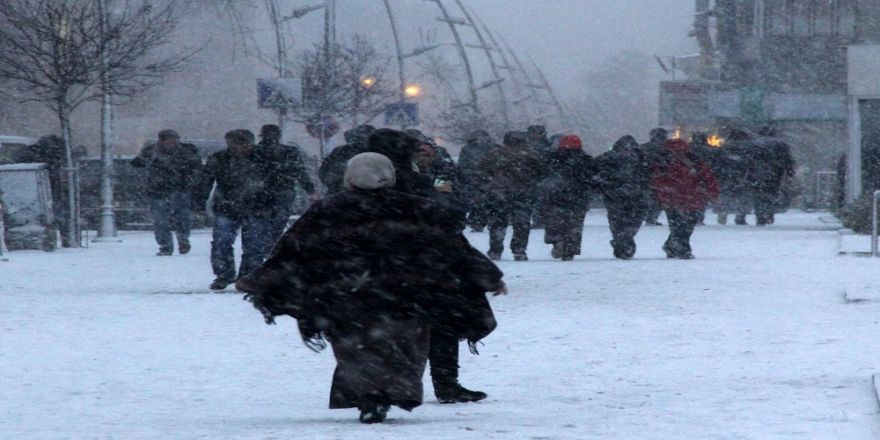 Van'da okullara kar tatili