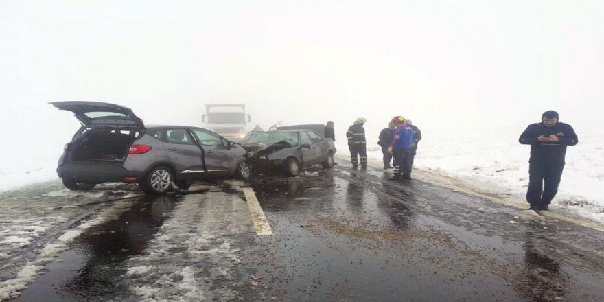 Akılalmaz kaza! Araçlar paramparça