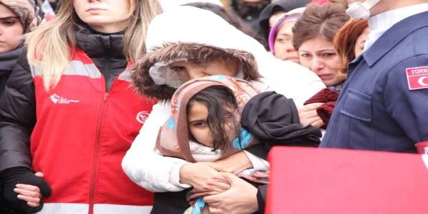 Şehit kızının son bakışı yürekleri dağladı