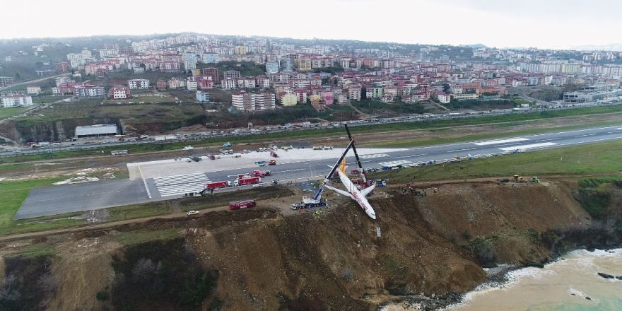 Uçak santim santim havaya kaldırıldı