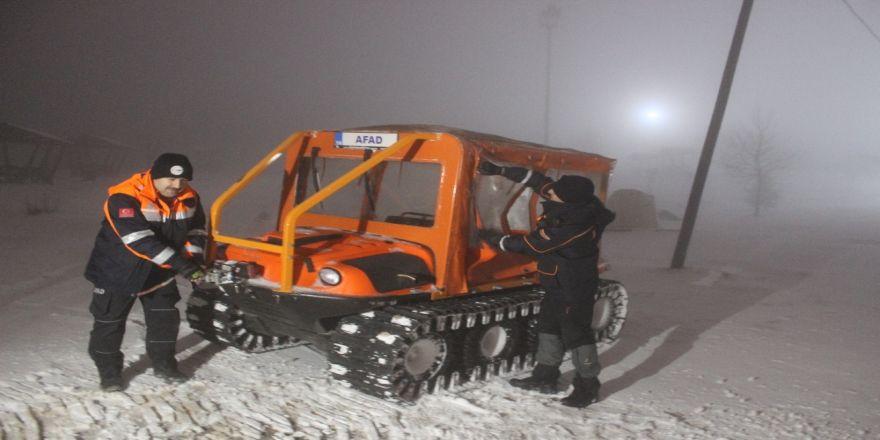 Yoğun kar ve tipi altında kurtarma çalışması