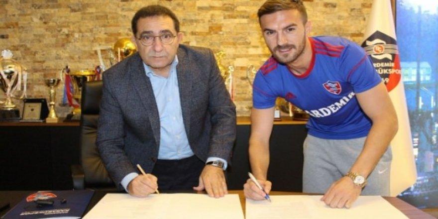 Karabükspor eski golcüsüyle imzaladı