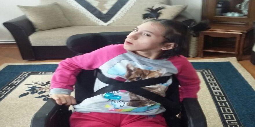 Doğuştan skolyoz hastası İlge, ameliyat için yardım bekliyor!