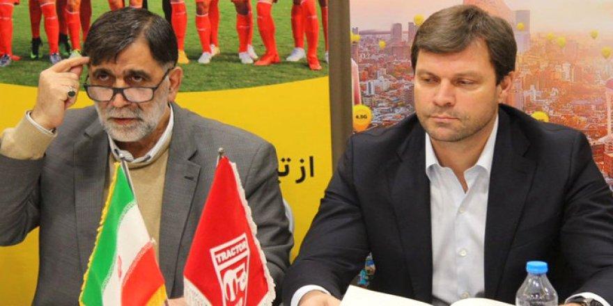 Ertuğrul Sağlam İran'ın takımı ile sözleşme imzaladı omuzlarda karşılandı