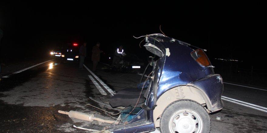 İki otomobil kafa kafaya çarpıştı: 4'ü çocuk 7 yaralı