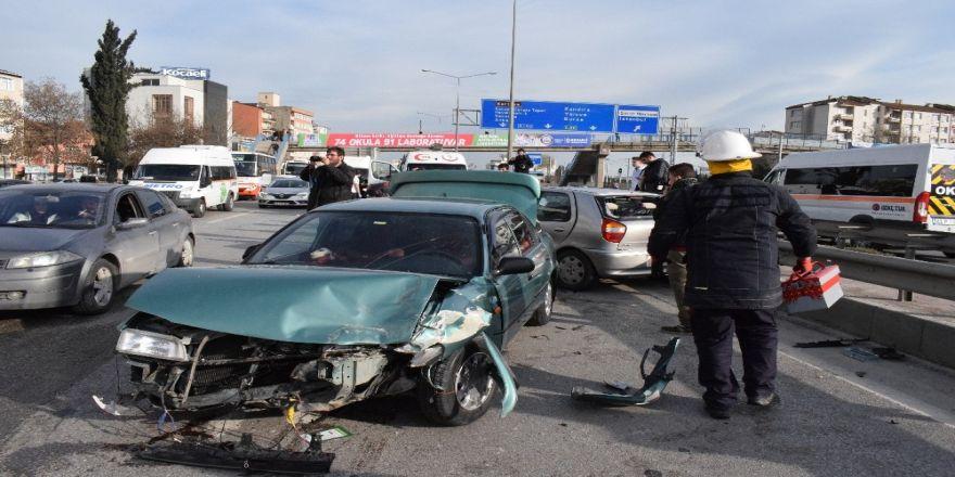 Kocaeli'de iki otomobil çarpıştı: 4 yaralı