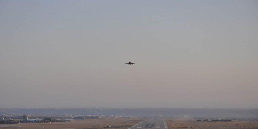 Peş peşe F-16'lar havalandı