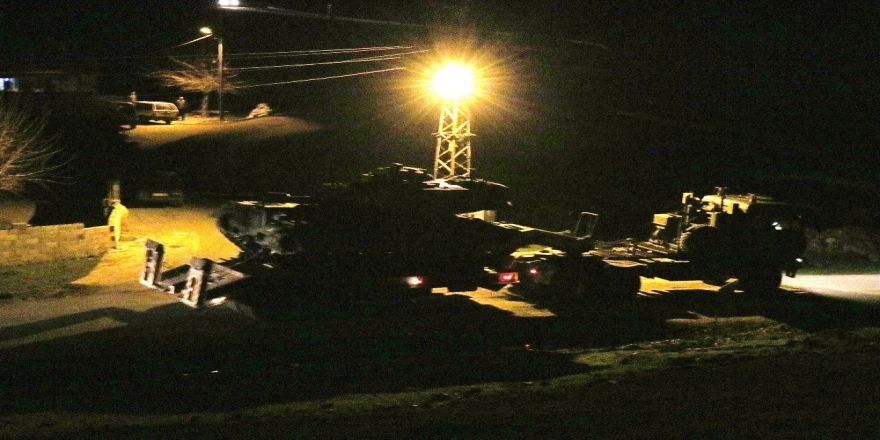 Obüsler PKK/PYD hedeflerini vuruyor, tanklar sınıra yığılıyor