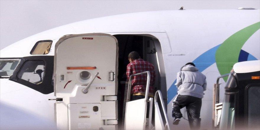 ABD'de yasa dışı göçmenlerin sınır dışı edilişi görüntülendi