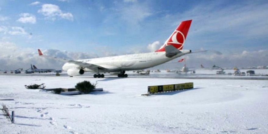 THY Uçağına kar fırtınası engeli