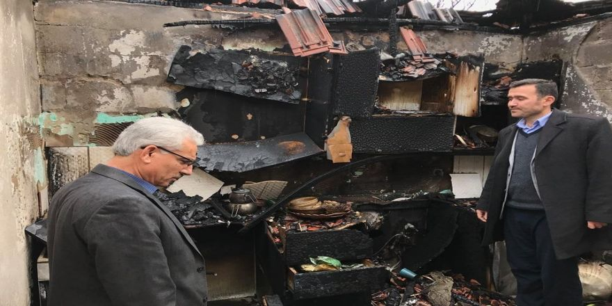Elektrik kontağı imamın evini yaktı