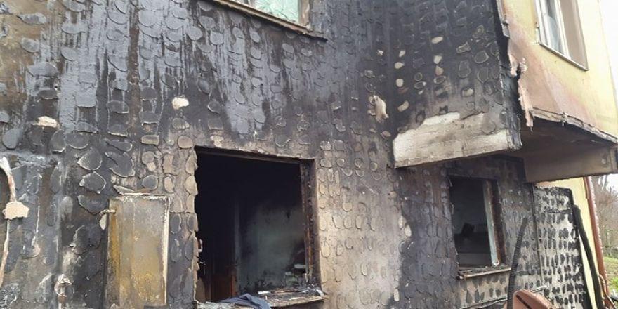 Kalorifer kazanından çıkan yangın 2 katlı evi küle çeviriyordu