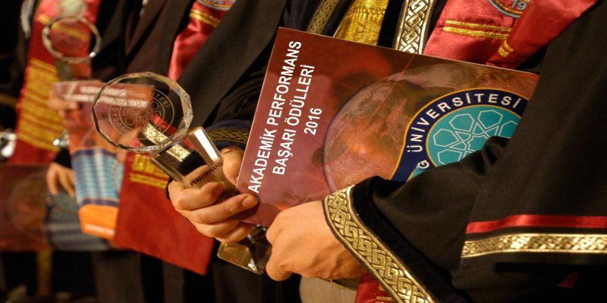 Uludağ'ın başarılı akademisyenlerine ödül