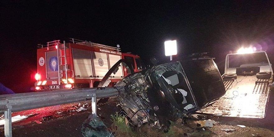 Feci kaza: 1 ölü, 2'si ağır 6 yaralı
