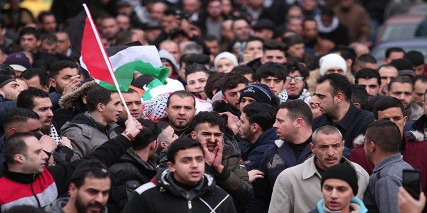 Hapishanesinde vefat eden Filistinli defnedildi