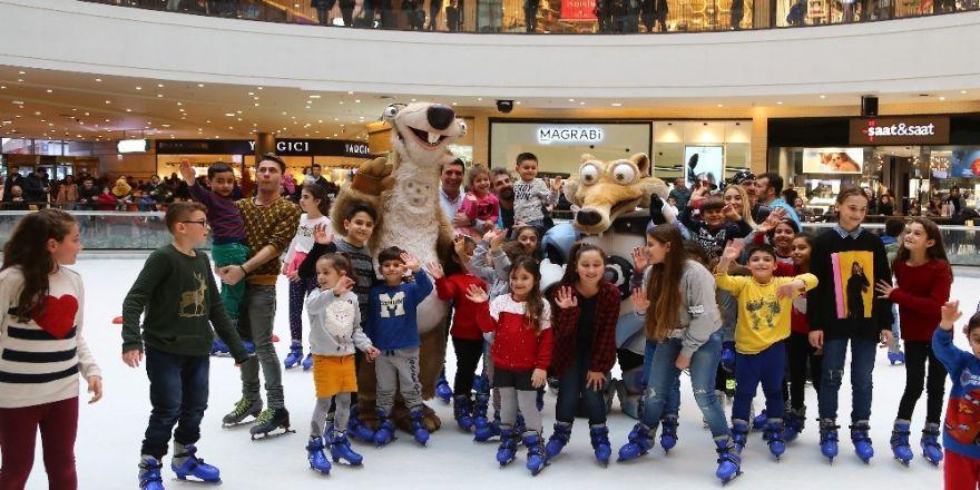 Çocuklar Sid ve Scrat ile buz pistinde buluşacak