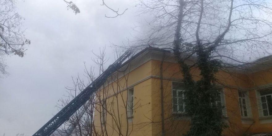 İtalyan Lisesi'ne ait binada yangın paniği