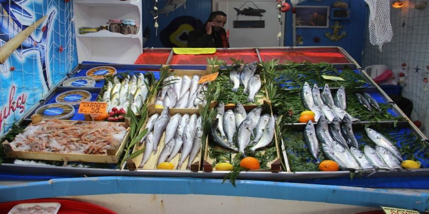Soğuk hava balık tezgahlarını vurdu