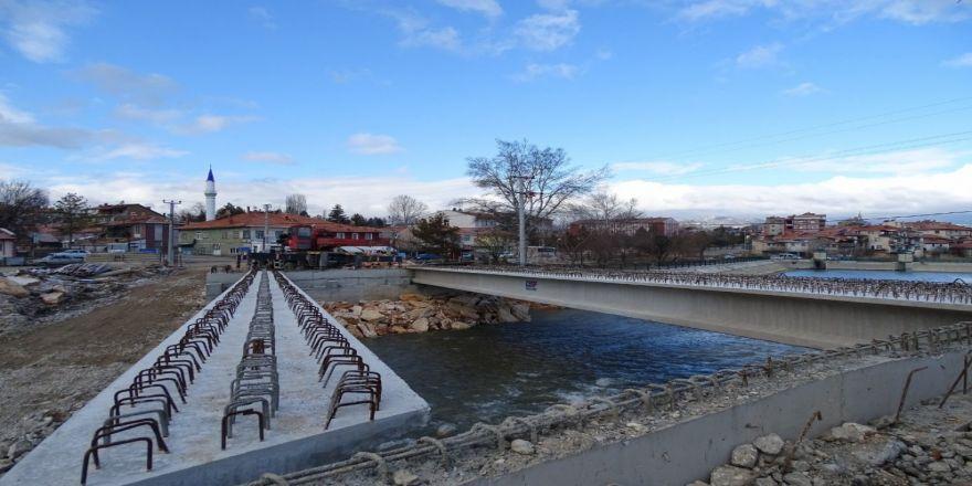 Yeni köprünün montajına başlandı