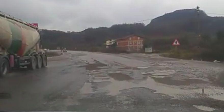 Bozuk yol sürücülere zor anlar yaşatıyor