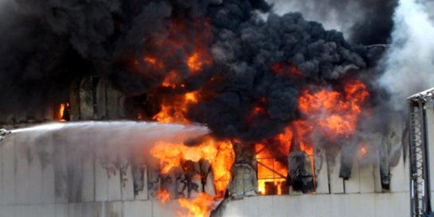 Gıda paketleme fabrikasında yangın