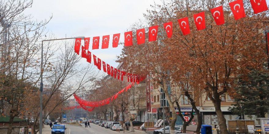 Belediye vatandaşlara bayrak dağıttı